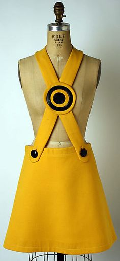 Pierre Cardin, French Wool, plastic Miniskirt Cardin was one of the main innovators of the mod look of the sixties. He created bold looks, such as this mini skirt/jumper combo. But we must not forget that Mary Quant was who popularized the miniskirt. 1969 Fashion, 60s And 70s Fashion, Mod Fashion, Unisex Fashion, Vintage Fashion, Sporty Fashion, Pierre Cardin, Jimi Hendricks, Green Label