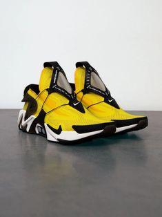Date de sortie de la Nike Adapt Huarache « Opti Yellow . Nike Adapt Huarache Release Date. Moda Sneakers, New Sneakers, Sneakers Fashion, Sneakers Nike, Yellow Sneakers, Nike Sb, Nike Zoom, Nike Air Max, Sneaker Boots