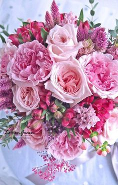 Hottest Photographs Pink Flowers bouquet Style If you are seeking flowers with a striking hue and lively feeling, try various pink flowers. Amazing Flowers, Pink Flowers, Beautiful Flowers, Deco Floral, Arte Floral, Beautiful Flower Arrangements, Floral Arrangements, Pink Wedding Flower Arrangements, Rose Wedding Bouquet