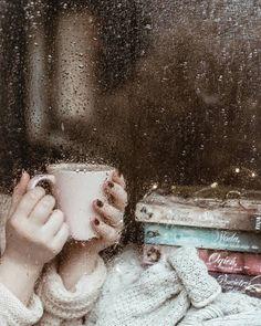 35 Super ideas photography dance rain rainy days - All Ideas Rainy Day Photography, Rain Photography, White Photography, Flatlay Instagram, Rain And Coffee, Rain Window, I Love Rain, Girl In Rain, Rain Days