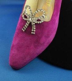 Round She Goes - Market Place - Vintage rhinestone shoe clips