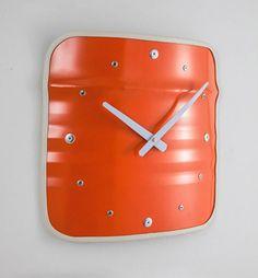 L'horloge 'Clockwork' de la marque Lockengeloet utilise la chute de la table basse Bob. Jetons rien - recyclons !