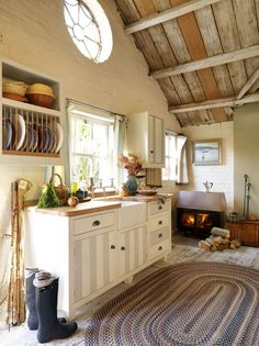 38 Super Cozy And Charming Cottage Kitchens - Interior Decorating and Home Design Ideas Farm Kitchen Ideas, Cozy Kitchen, Barn Kitchen, Kitchen Rug, Kitchen Sink, Kitchen Small, Mansion Kitchen, Neutral Kitchen, Nice Kitchen