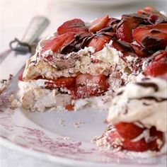 Foodie Friday: Strawberry-Chocolate Meringue Torte. Love your heart along with your Valentine with this heart-healthy dessert. With only 22% of the calories from fat, this dish is perfect for someone trying to watch their fat intake and control cholesterol. The whipped meringues take the place of the dough to make this a fluffy fun dessert to try on Valentine's Day: Healthy Desserts, Just Desserts, Delicious Desserts, Meringue Desserts, Dessert Recipes, Chocolate Meringue, Chocolate Desserts, Chocolate Torte, Torte Recipe