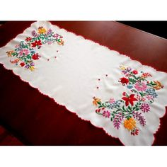 Hand-Embroidered tablecloths from Kalocsa, Hungarian home decoration - Folk Arts Hungary Chain Stitch Embroidery, Learn Embroidery, Embroidery Stitches, Embroidery Patterns, Hand Embroidery, Beginner Embroidery, Hungarian Embroidery, Vintage Embroidery, Craft Patterns