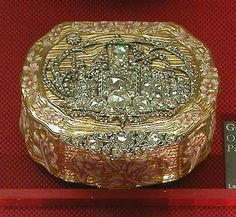 Gold Box, Antique Boxes, Jewellery Boxes, Beaded Bags, Vintage Box, Casket, Small Boxes, Box Design, Trinket Boxes