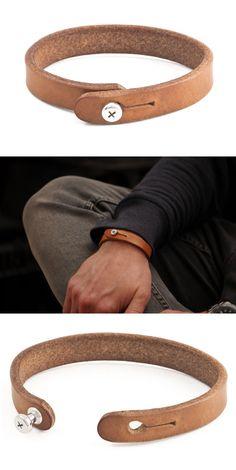 Pulseira de couro                                                                                                                                                     Mais #men'sjewelry
