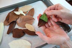 molt a poc a poc llevam la fulla original i ens queda una magnífica fulla de xocolata!!