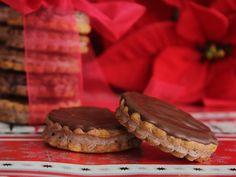 isler prim plan, reteta isler, ischler Eat Dessert First, Something Sweet, Sweets, Cookies, Ethnic Recipes, Desserts, Homemade Food, Delicious Food, Recipes