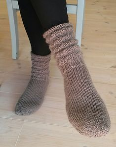 Ravelry: Feminine raggsokker pattern by Ingrid Nødtvedt Knitting Patterns Free, Free Pattern, Knitting Ideas, Knitting Socks, Knit Socks, High Knees, Leg Warmers, Mittens, Falling In Love