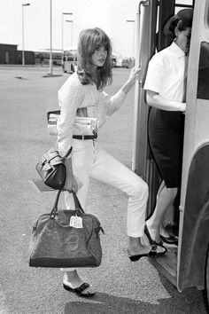 Throwback Thursday… In Jean Shrimpton, Twiggy and other celebrities are spotted in the Original Exercise Sandal making it an instant fashion icon. Jean Shrimpton, Top Models, Runway Models, Françoise Hardy, Bianca Jagger, Perfect Day, Parisienne Chic, Charlotte Rampling, Signature Look
