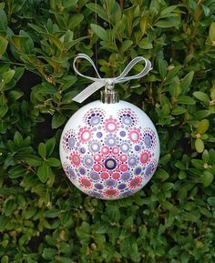 Painted Christmas Ornaments, Hand Painted Ornaments, Christmas Baubles, Christmas Crafts, Christmas Mandala, Christmas Rock, Pink Christmas, Dot Art Painting, Mandala Painting