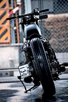 Yamaha XS650 Bobber Balle by An-Bu Custom Motors #bobber #motorcycles #motos | caferacerpasion.com