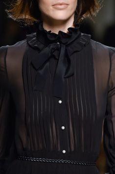 Philosophy Di Lorenzo Serafini at Milan Fashion Week Fall 2015 - Livingly Fashion Details, Love Fashion, Fashion Show, Fashion Outfits, Fashion Design, Fashion Week, Runway Fashion, Couture Fashion, Womens Fashion