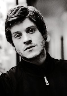 Iwan Rheon now you've grown on me and you just up and die on GOT like that?!? NOW WHAT DO I DO