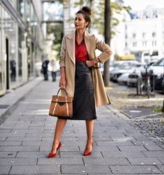 Italian fashion is among the best in the world. So, if you want to elevate your own style, how about trying these 15 tips from stylish Italian women? Italian Women Style, Italian Fashion, Italian Girls, Black Women Fashion, Womens Fashion, Fashion Trends, Fashion Top, Fashion Boots, Fashion Inspiration