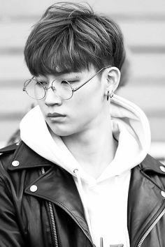 Jaebum w/ glasses is my aesthetic.