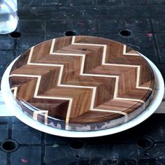 Learn how to make a beautiful chevron cutting board! 🔪 - Allstar Woodworking & DIY Build Projects So beautiful! 😍 Step by step instructions on how to make a chevron wooden cutting board from walnut and maple boards! Learn Woodworking, Popular Woodworking, Woodworking Projects Diy, Woodworking Videos, Woodworking Furniture, Diy Wood Projects, Woodworking Plans, Woodworking Machinery, Woodworking Ideas Table