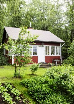 Finland Swedish Cottage, Red Cottage, Cottage Homes, Cottage Style, Windsor House, Sweden House, Red Houses, Small Cottages, Tiny Cabins