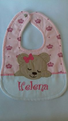 Baby Bib Tutorial, Baby Barn, Baby Towel, Toddler Girl Dresses, Baby Crafts, Baby Design, Applique Designs, Baby Patterns, Burp Cloths