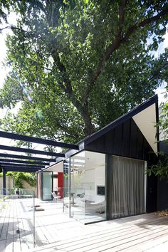 Gorgeous Pool House In Melbourne With Comfortable Natural Shading