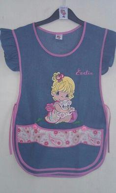 Mod.tradicional Mezclilla clara Bordado.Tierno Bebé,gatito Knit Crochet, Apron, Lunch Box, Crochet Patterns, Couture, Sewing, Knitting, Kids Apron, Kid Outfits