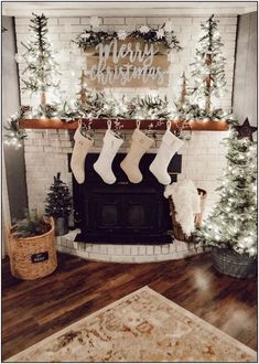 2019 Christmas Decoration Ideas For The Home; Indoor & Outdoor - VCDiy Decor And More decor ideas christmas 2019 Christmas Decoration Ideas For The Home; Indoor & Outdoor - VCDiy Decor And Decoration Christmas, Farmhouse Christmas Decor, Christmas Mantels, Noel Christmas, Xmas Decorations, Christmas 2019, Christmas Fireplace Decorations, Fireplace Ideas, Christmas Staircase
