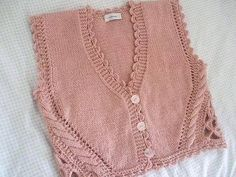 Interesting lace sides, but too much going on with the edging.