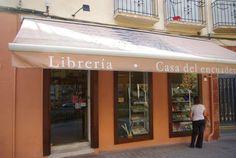 Vista exterior de nuestra librería en Madrid, España. casadelencuadernador.com