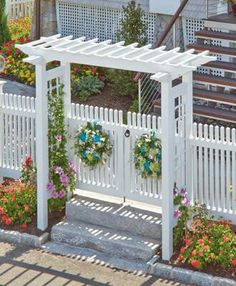 Walpole Outdoors is the only fence company licensed to manufacture & replicate the Colonial Williamsburg picket fence style. Front Yard Fence, Diy Fence, Backyard Fences, Fence Ideas, Picket Fence Gate, White Picket Fence, Garden Archway, Garden Entrance, Garden Arbor