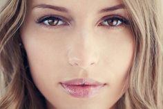 7 astuces pour une peau sans boutons – Astuces de filles – Les boutons personne ne les aime. Pourtant il arrive que certaines d'entre nous soient sujettes à des crises d'acnés plus importantes que d'autres. Sept astuces pour lutter contre les boutons. 1/ Nettoyez bien votre peau Pour une peau parfaite, il est important de bien se nettoyer le visage chaque jour. Dans la journée vous vous exposez à de nombreux facteurs comme la pollution , la ...