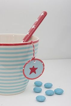 Kitchen table top redo duck eggs 66 New ideas Duck Eggs, Duck Egg Blue, Table Top Redo, Diy Stool, Makeover Before And After, Cute Cottage, Pip Studio, Red Turquoise, Twinkle Twinkle Little Star