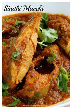 Sindhi machi (fish) curry Pomfret Fish Recipe Indian, Bengali Fish Recipes, Indian Food Recipes, Ethnic Recipes, Fish Curry, Indian Dishes, Sea Food, Curries, Kitchens