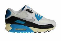 """Weer een te gekke restock: de Nike Air Max 90 OG """"Laser Blue"""" uit het jaar 2012. De kleur is een van de eerste kleuren van Air Max 90 uit 1990."""