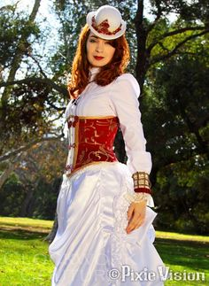 Actress Felicia Day as Steampunk Codex. If I didn't know that I would get all that white dirty in 5 mins, I would SOOO want this outfit!