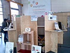"""Mobilier d'exposition éco-conçu """"Less is more_"""" (agence béô design) Desk, Furniture, Home Decor, Carpentry, Radiation Exposure, Desktop, Decoration Home, Room Decor, Table Desk"""