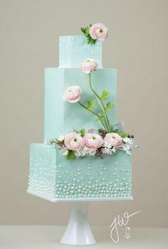 Torta de tres niveles cuadrara de color verde menta, muy bonita. #BodasVerde