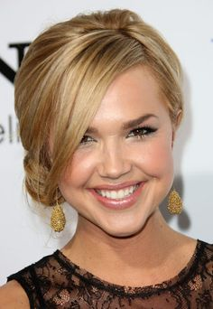 Arielle-Kebbel-Cute-Loose-Side-Bun-with-Long-Bangs