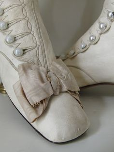 Vintage Shoes Wedding Boots, c. 1880s Fashion, Victorian Fashion, Vintage Fashion, Vintage Shoes, Vintage Dresses, Vintage Outfits, Antique Clothing, Historical Clothing, Shabby
