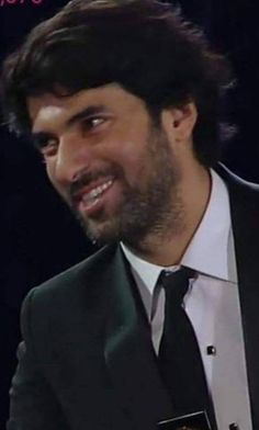 Engin Akyürek I like his look here, clothes, hair and beard. Great overall look.