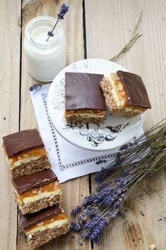 Discover recipes, home ideas, style inspiration and other ideas to try. Chocolate Biscuit Cake, Romanian Desserts, Food Wishes, Sugar Rush, Sweet Cakes, Food Design, Oreo, Sweet Treats, Food And Drink