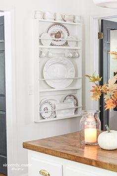 Plate Racks In Kitchen, Plate Rack Wall, Diy Plate Rack, Wall Racks, Wooden Plate Rack, Diy Kitchen Storage, Kitchen Organization, Kitchen Decor, Kitchen Ideas