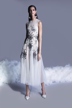 Long Evening Gowns, Georges Hobeika, Queen, Dressy Outfits, Runway Fashion, Fashion Women, Fashion Trends, Spring Summer Fashion, Beautiful Dresses