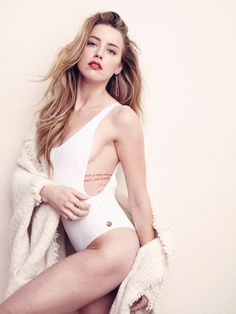 Hottest Amber Heard bikini pictures and sexiest images of the Aquaman actress. While we are talking about her performances and the actress as a whole, we want to now take you on a ride through an Amber Heard photo gallery. Amber Heard Bikini, Fotos Amber Heard, Amber Heard Hot, Ambre Heard, Beautiful Celebrities, Beautiful Actresses, Hot Actresses, Blonde Beauty, Hair Beauty