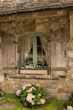 Cottage Style Internal Door Country Style Cottage Homes French Country Farmhouse, French Country Style, French Country Decorating, Farmhouse Design, Farmhouse Decor, Farmhouse Style, Farmhouse Trim, Farmhouse Windows, Rustic Windows