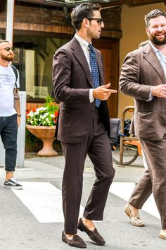 Mens Casual Suits, Mens Suits, Suit Men, Mens Fashion Blog, Mens Fashion Suits, Brown Suits For Men, Cute Outfits For School, Summer Suits, Suit And Tie