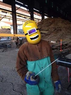 Funny pictures about Minion Welding Mask. Oh, and cool pics about Minion Welding Mask. Also, Minion Welding Mask photos. Welding Helmet, Welding Art, Welding Projects, Welding Ideas, Welding Hood, Metal Projects, Welding Funny, Welding Tips, Welding Table