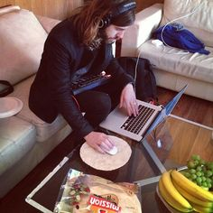 Wayne of imagine dragons using a tortilla as a mouse pad...OMG...THATS NOT HOW U USE THEM! D: