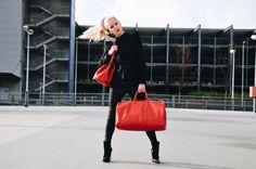 Der perfekte Reiselook mit Vintage Louis Vuitton Gepäck von Glück&Glanz, Buffalo High Heels und viel Russian sexiness!