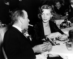 """Tod von Lauren Bacall: Hier ist sie 1950 mit Bogart im New Yorker """"Stork Club"""" zu sehen."""